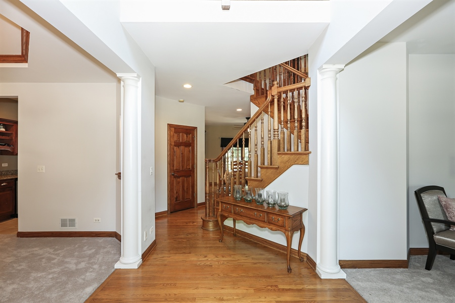 Real Estate Photography - 816 timber ridge court, westmont, IL, 60559 - Foyer