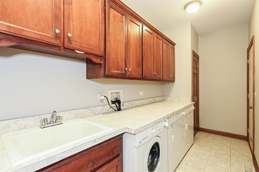 Real Estate Photography - 816 timber ridge court, westmont, IL, 60559 - Laundry Room