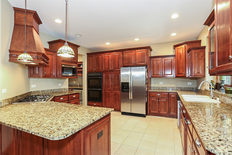 Real Estate Photography - 816 timber ridge court, westmont, IL, 60559 - Kitchen