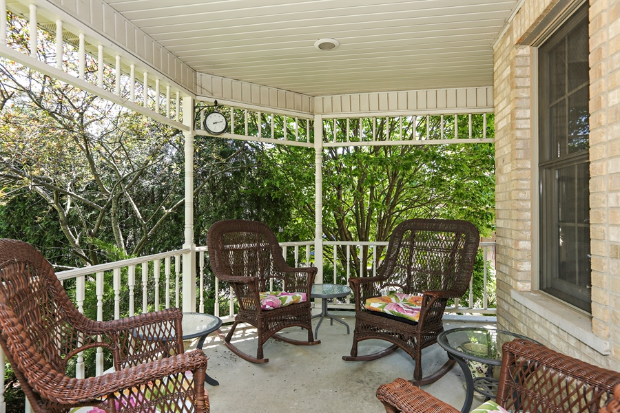 Real Estate Photography - 816 timber ridge court, westmont, IL, 60559 - Porch