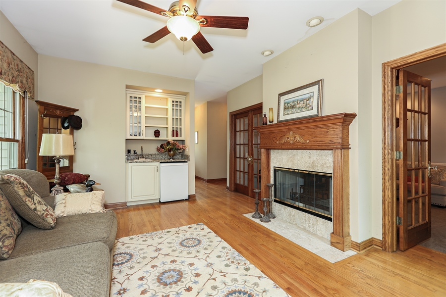 Real Estate Photography - 816 timber ridge court, westmont, IL, 60559 - Sun Room