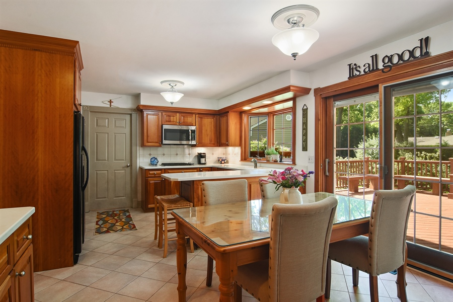 Real Estate Photography - 2 Pine Valley Rd, Rolling Meadows, IL, 60008 - Kitchen / Breakfast Room