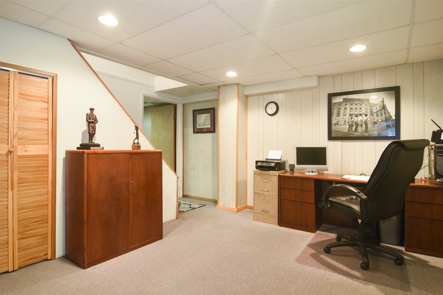 Real Estate Photography - 2 Pine Valley Rd, Rolling Meadows, IL, 60008 - Office