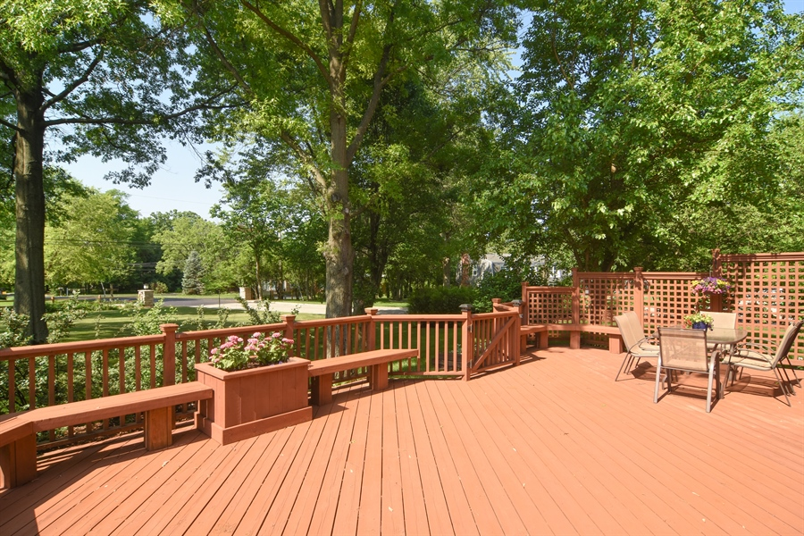 Real Estate Photography - 2 Pine Valley Rd, Rolling Meadows, IL, 60008 - Deck