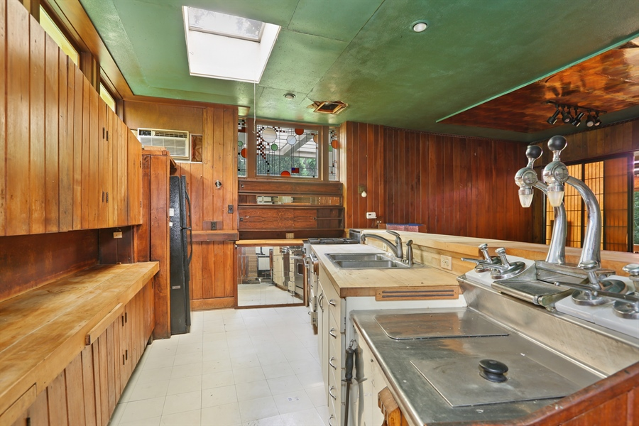 Real Estate Photography - 350 Fairbank Rd., Riverside, IL, 60546 - Kitchen