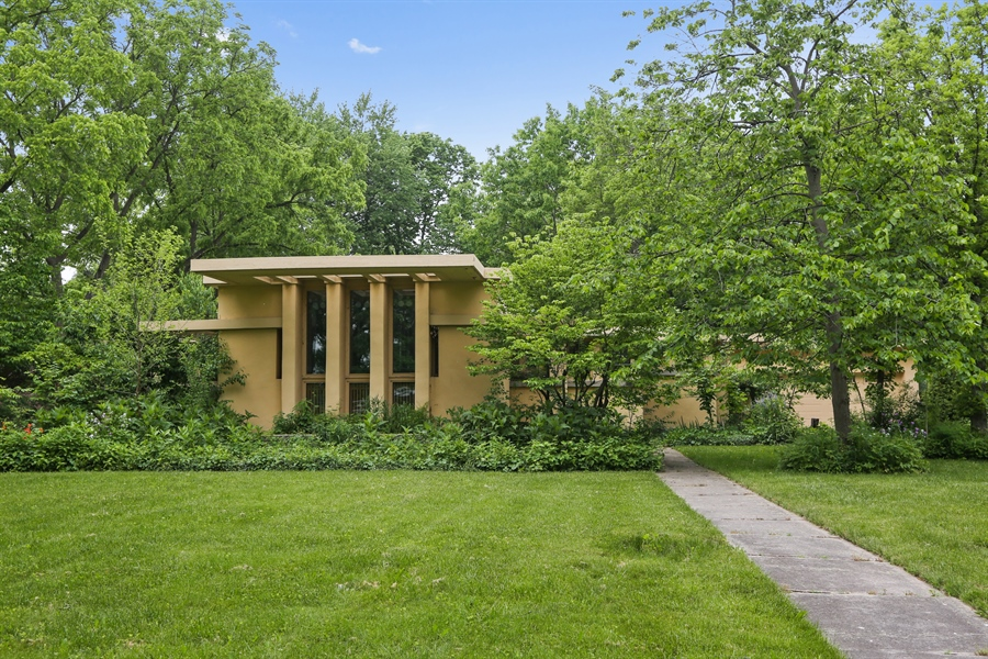 Real Estate Photography - 350 Fairbank Rd., Riverside, IL, 60546 - Front View
