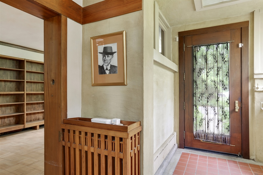 Real Estate Photography - 350 Fairbank Rd., Riverside, IL, 60546 - Entryway