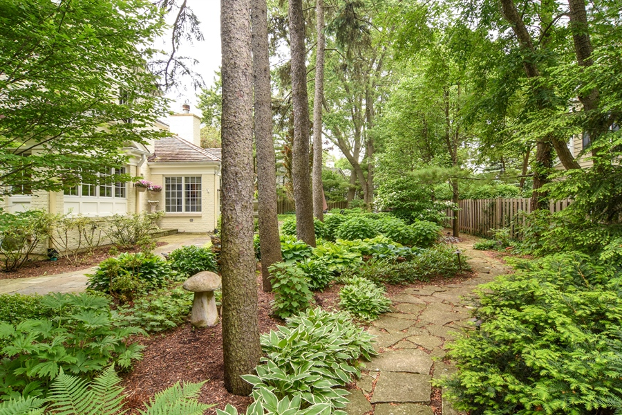Real Estate Photography - 454 Banbury, Arlington heights, IL, 60005 - Location 11