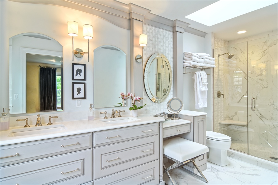 Real Estate Photography - 454 Banbury, Arlington heights, IL, 60005 - Master Bathroom