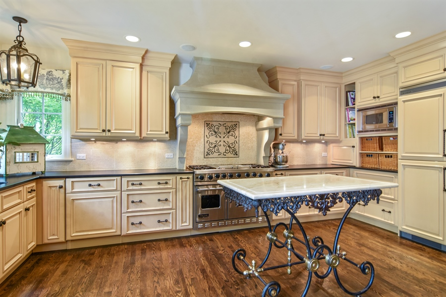 Real Estate Photography - 454 Banbury, Arlington heights, IL, 60005 - Kitchen
