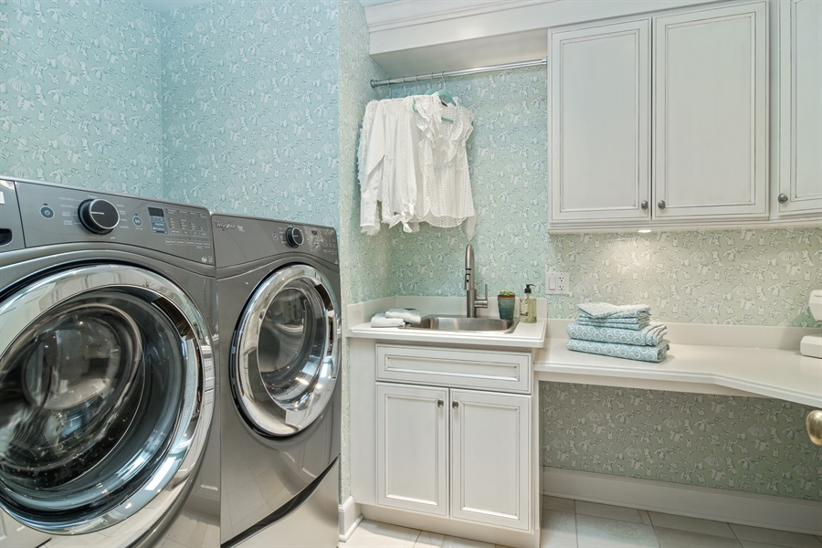 Real Estate Photography - 454 Banbury, Arlington heights, IL, 60005 - Laundry Room