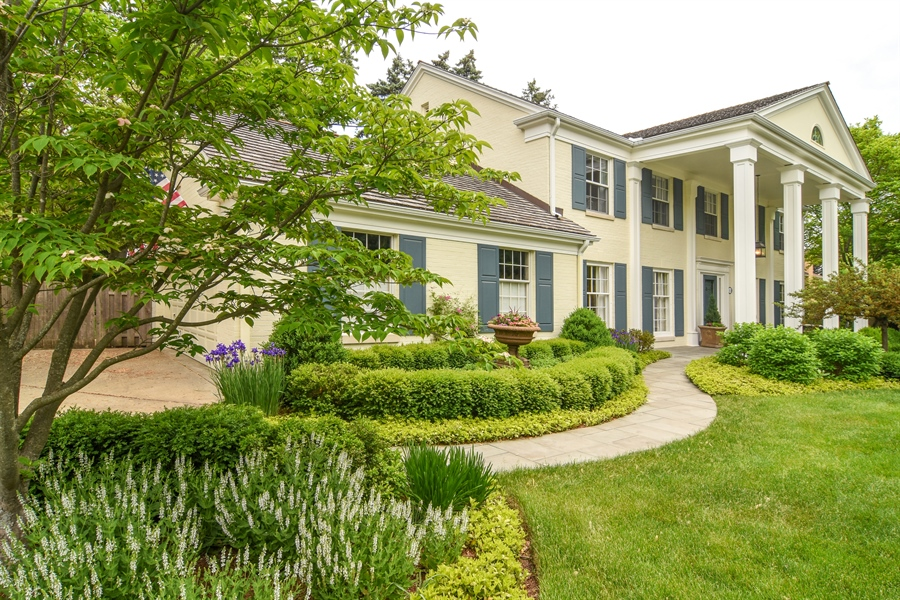 Real Estate Photography - 454 Banbury, Arlington heights, IL, 60005 - Side View