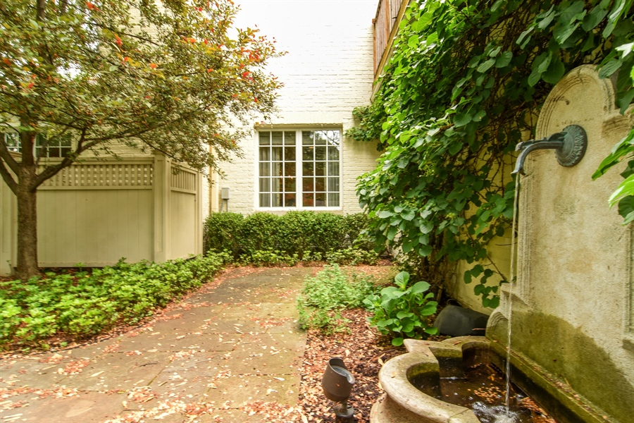 Real Estate Photography - 454 Banbury, Arlington heights, IL, 60005 - Patio