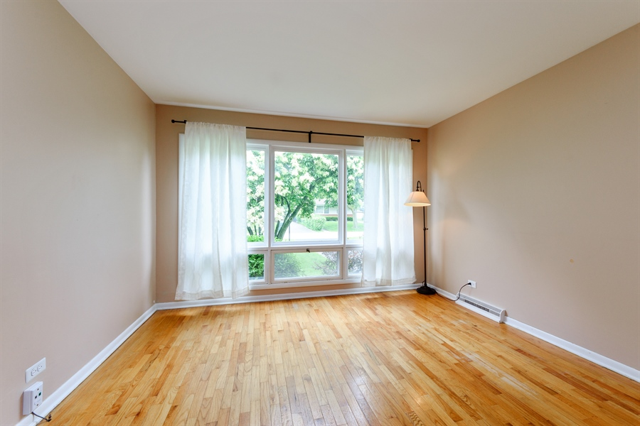 Real Estate Photography - 1320 S Evergreen AVe, arlington heights, IL, 60005 - Living Room