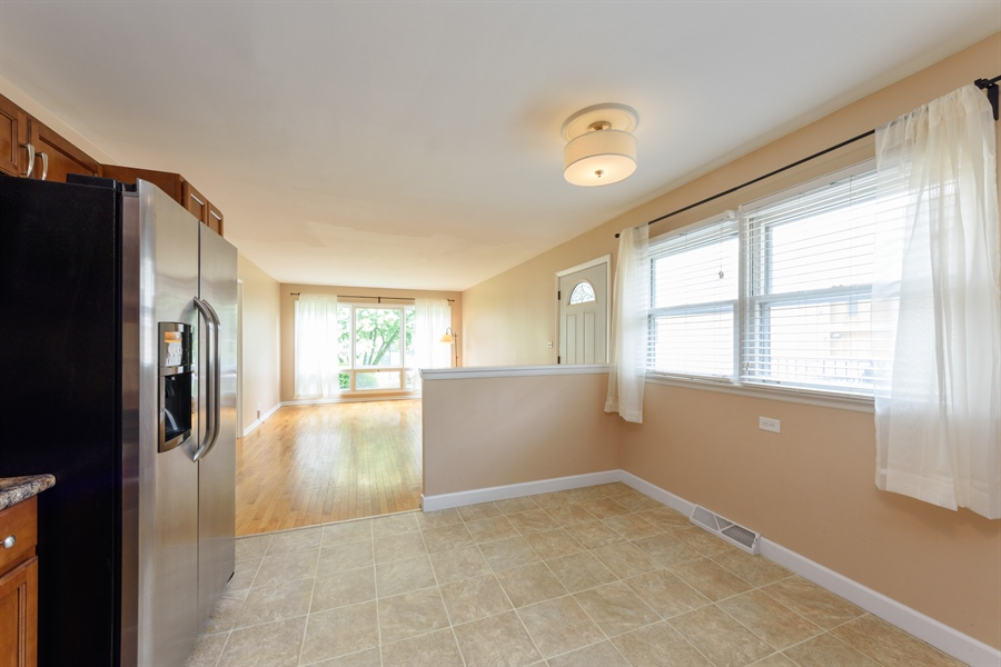 Real Estate Photography - 1320 S Evergreen AVe, arlington heights, IL, 60005 - Kitchen / Breakfast Room