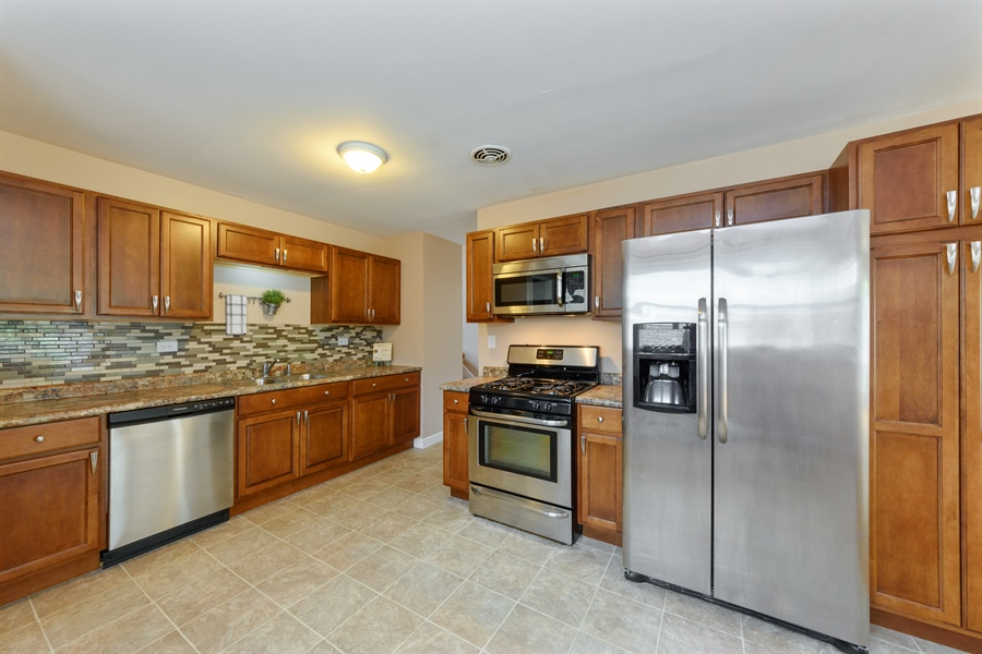 Real Estate Photography - 1320 S Evergreen AVe, arlington heights, IL, 60005 - Kitchen