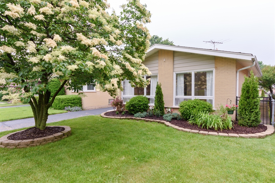 Real Estate Photography - 1320 S Evergreen AVe, arlington heights, IL, 60005 - Front View