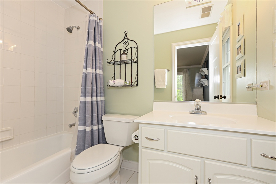 Real Estate Photography - 261 Walker Ave., Clarendon Hills, IL, 60514 - Private Bathroom for Bedroom 5