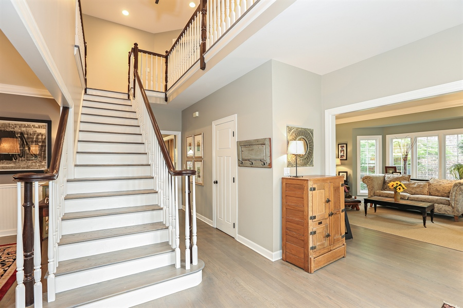Real Estate Photography - 261 Walker Ave., Clarendon Hills, IL, 60514 - Foyer