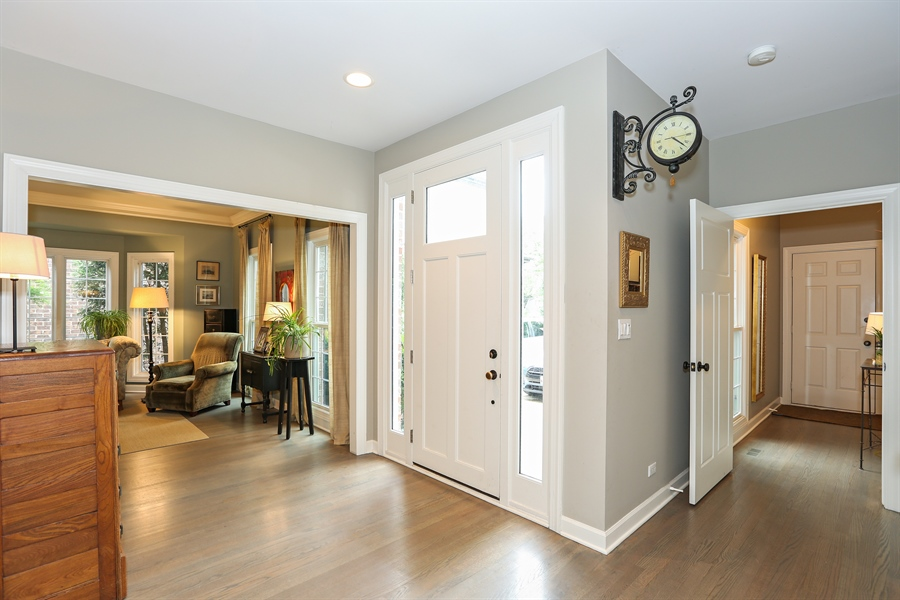 Real Estate Photography - 261 Walker Ave., Clarendon Hills, IL, 60514 - Entryway