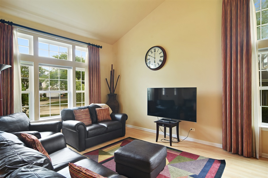 Real Estate Photography - 1960 Chamberry, Wheeling, IL, 60090 - Living Room