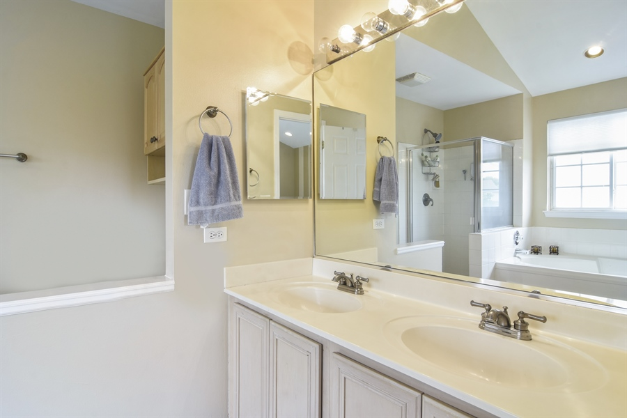 Real Estate Photography - 1960 Chamberry, Wheeling, IL, 60090 - Master Bathroom