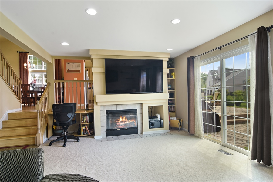 Real Estate Photography - 1960 Chamberry, Wheeling, IL, 60090 - Family Room
