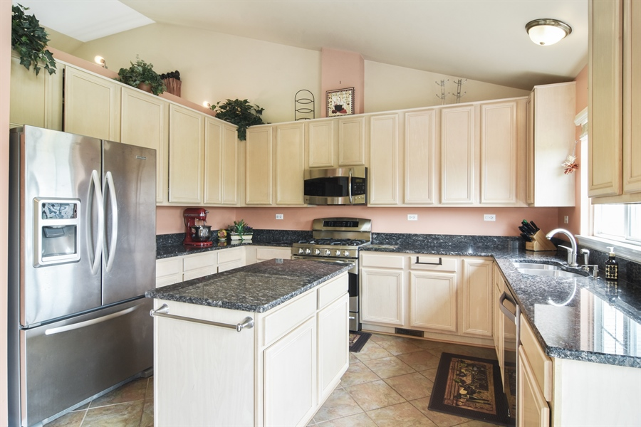 Real Estate Photography - 1960 Chamberry, Wheeling, IL, 60090 - Kitchen