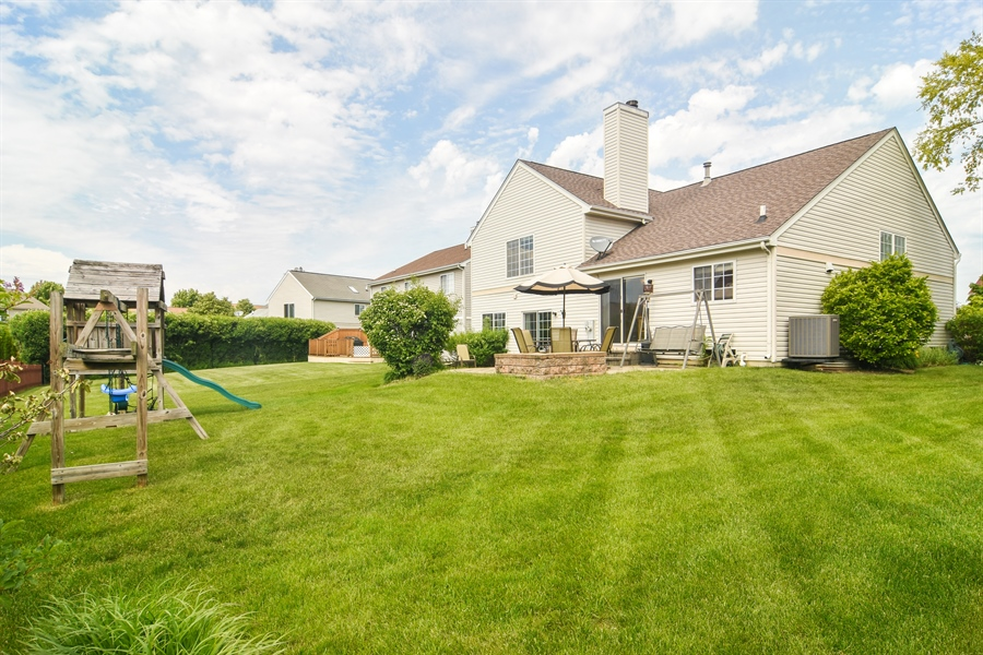 Real Estate Photography - 1960 Chamberry, Wheeling, IL, 60090 - Rear View