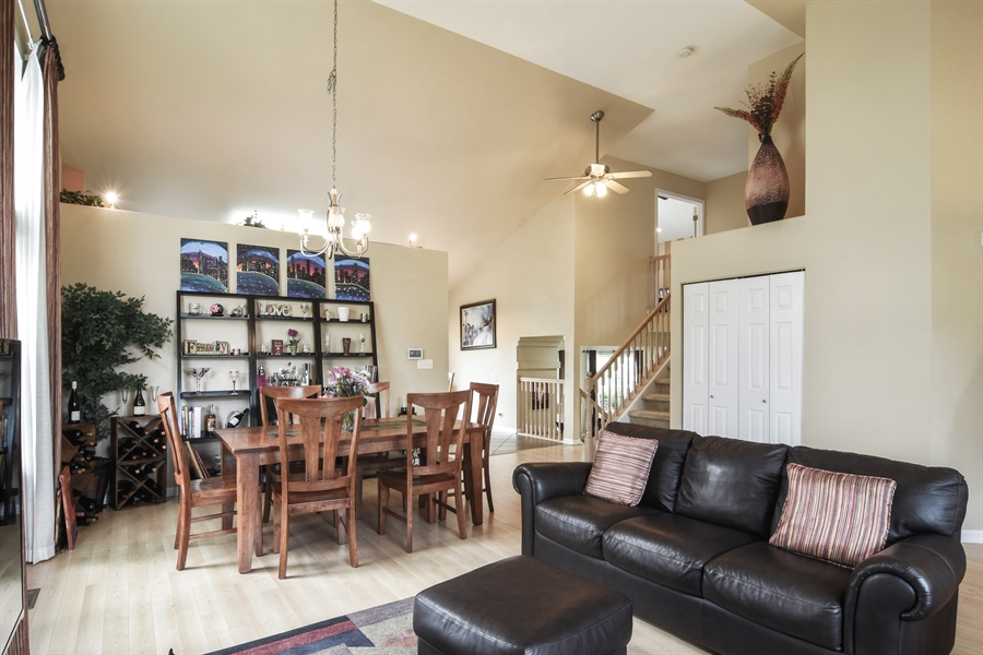 Real Estate Photography - 1960 Chamberry, Wheeling, IL, 60090 - Living Room / Dining Room