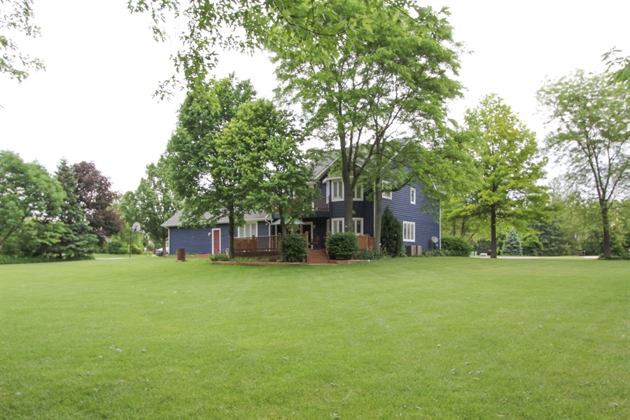 Real Estate Photography - 2 Conesus Ct, Hawthorn Woods, IL, 60047 - Back Yard