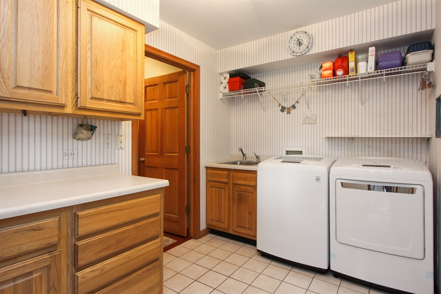 Real Estate Photography - 2 Conesus Ct, Hawthorn Woods, IL, 60047 - Laundry Room
