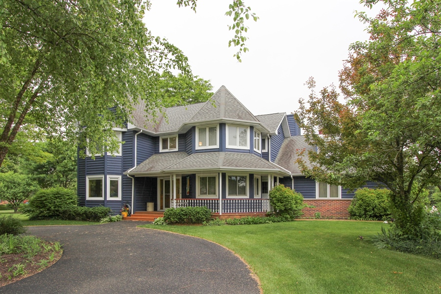 Real Estate Photography - 2 Conesus Ct, Hawthorn Woods, IL, 60047 - Front View