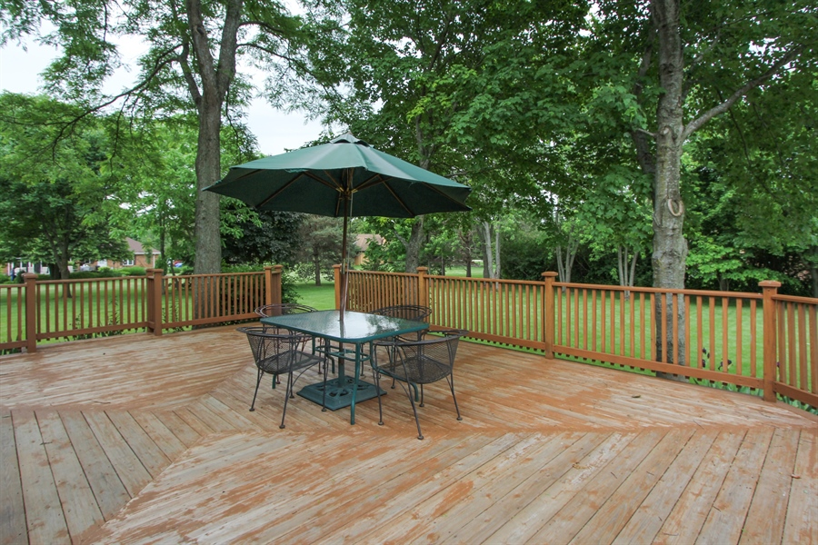 Real Estate Photography - 2 Conesus Ct, Hawthorn Woods, IL, 60047 - Deck