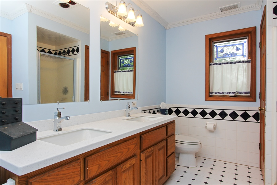 Real Estate Photography - 2 Conesus Ct, Hawthorn Woods, IL, 60047 - 2nd Bathroom