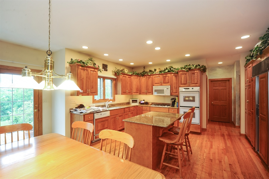 Real Estate Photography - 6334 Tennessee Ave., willowbrook, IL, 60527 - Kitchen / Breakfast Room