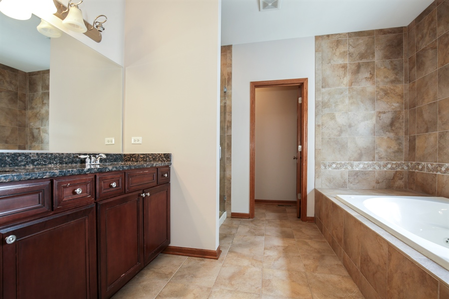 Real Estate Photography - 209 Dawn Court, Elgin, IL, 60124 - Master Bathroom