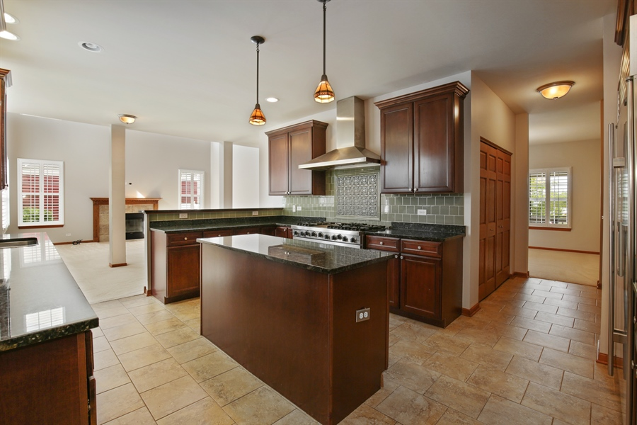 Real Estate Photography - 209 Dawn Court, Elgin, IL, 60124 - Kitchen
