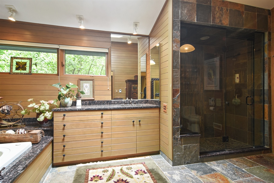 Real Estate Photography - 610 JUNEBERRY RD, RIVERWOODS, IL, 60015 - Master Bathroom