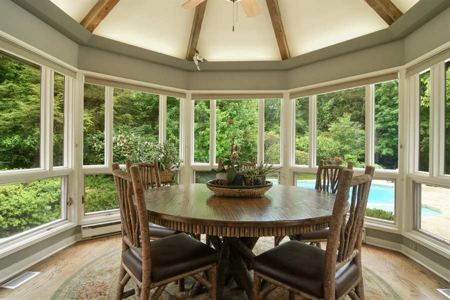 Real Estate Photography - 610 JUNEBERRY RD, RIVERWOODS, IL, 60015 - Breakfast Nook