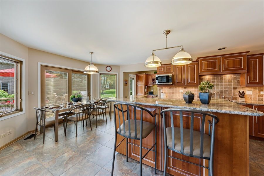 Real Estate Photography - 215 E Ryan Ct, Arlington Heights, IL, 60005 - Kitchen / Breakfast Room