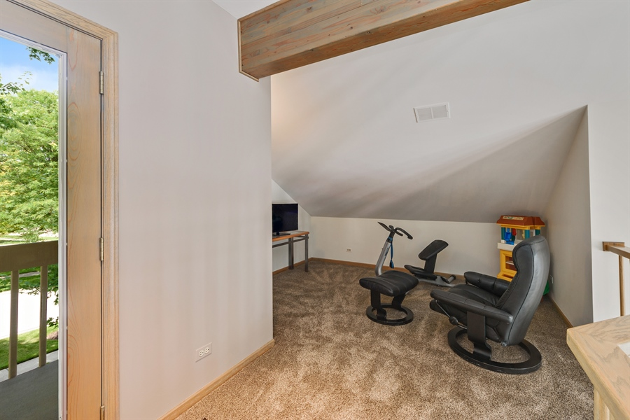 Real Estate Photography - 215 E Ryan Ct, Arlington Heights, IL, 60005 - Loft