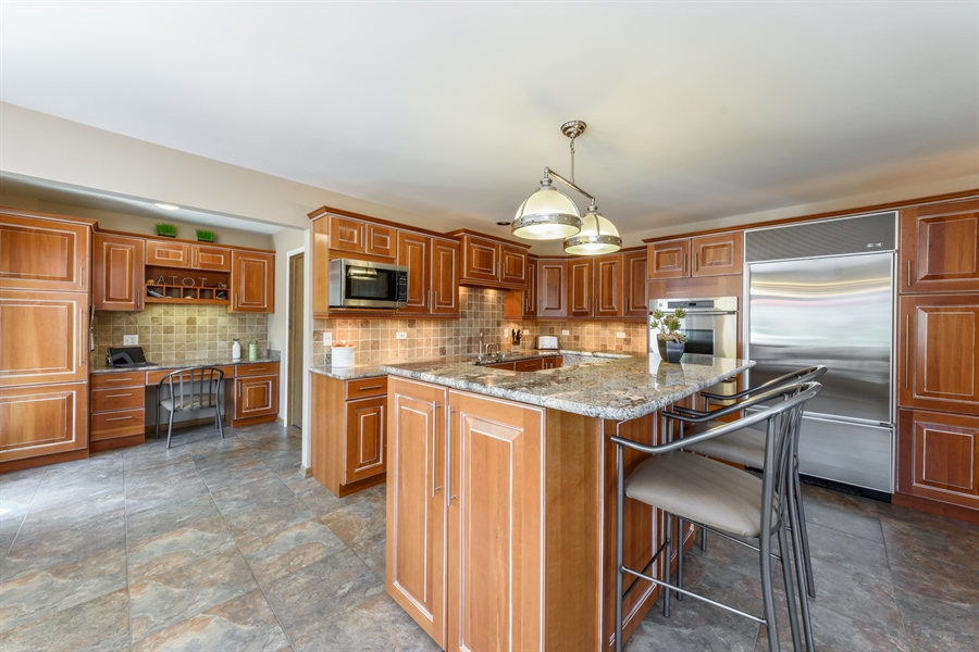 Real Estate Photography - 215 E Ryan Ct, Arlington Heights, IL, 60005 - Kitchen
