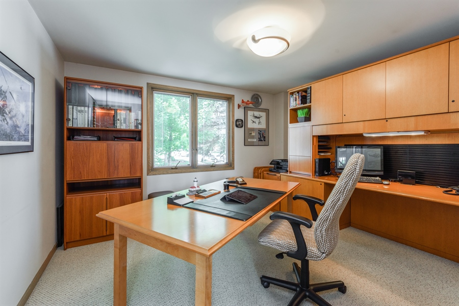 Real Estate Photography - 215 E Ryan Ct, Arlington Heights, IL, 60005 - Office