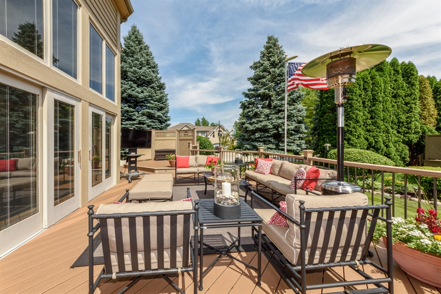 Real Estate Photography - 215 E Ryan Ct, Arlington Heights, IL, 60005 - Deck