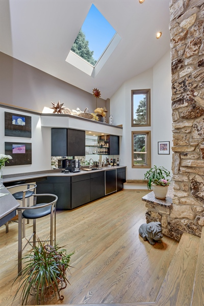 Real Estate Photography - 215 E Ryan Ct, Arlington Heights, IL, 60005 - Bar