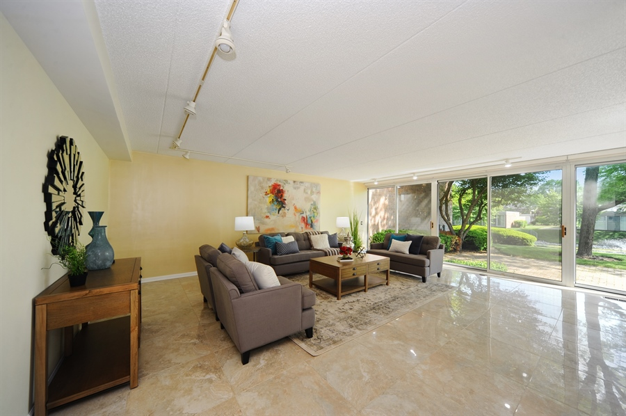 Real Estate Photography - 118 Wellington, Northbrook, IL, 60062 - Living Room