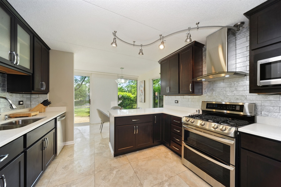 Real Estate Photography - 118 Wellington, Northbrook, IL, 60062 - Kitchen / Breakfast Room