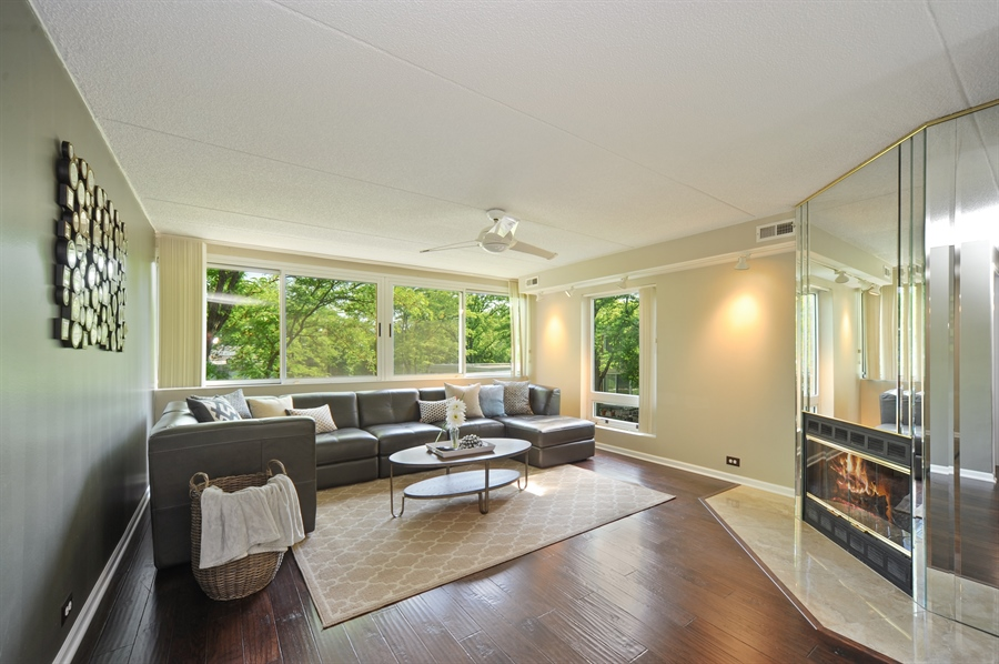 Real Estate Photography - 118 Wellington, Northbrook, IL, 60062 - Family Room