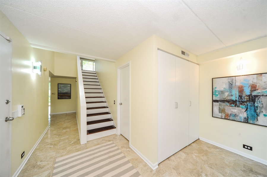 Real Estate Photography - 118 Wellington, Northbrook, IL, 60062 - Foyer